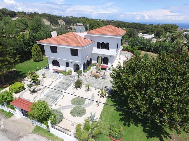 Odysseas Villa - Sgourou - Casa de camp