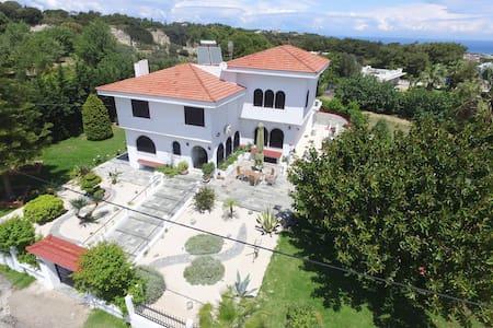 Odysseas Villa - Sgourou - 別荘