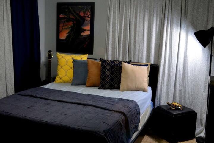 Room 1: Queen Bed.