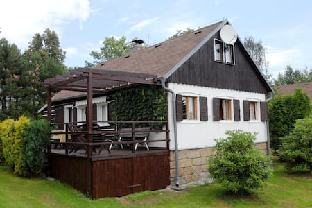 Detached house with a covered terrace, enclosed garden, 200 metres from the ski lift