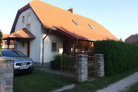 Dorka apartment on the shore of the lake Balaton - Talo