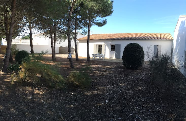 Maison située 500 m de la plage au Bois Plage - Le Bois-Plage-en-Ré - Huis