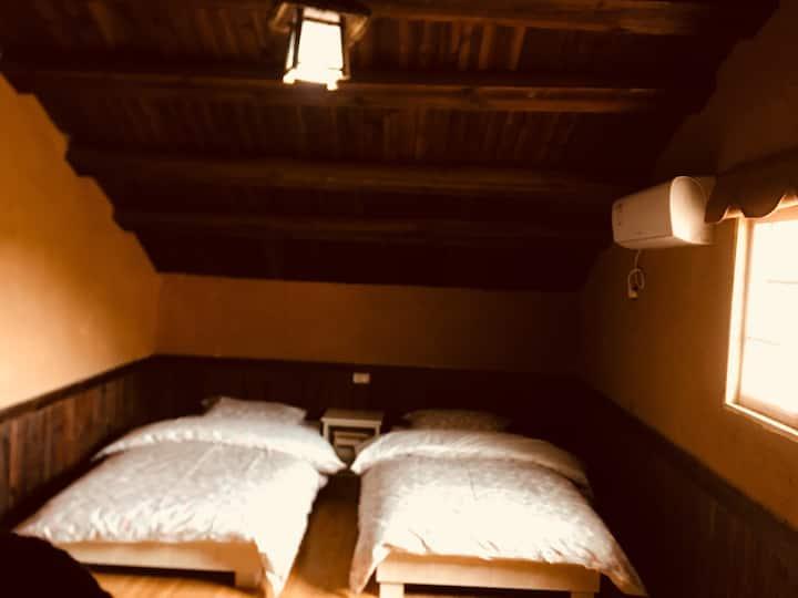 仙缘农家阁楼榻榻米温馨浪漫双床房!开窗见山,风景秀丽空气清新!