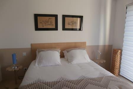 LA CHAMBRE LES SABLES BLEUS - Clisson - Bed & Breakfast