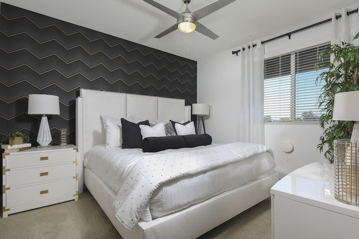 Upscale 2BR w/ hotel-like amenities in Irvine