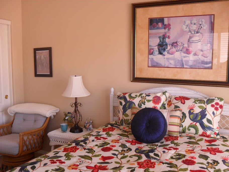 Private Room with Queen Bed & Comfortable Chair