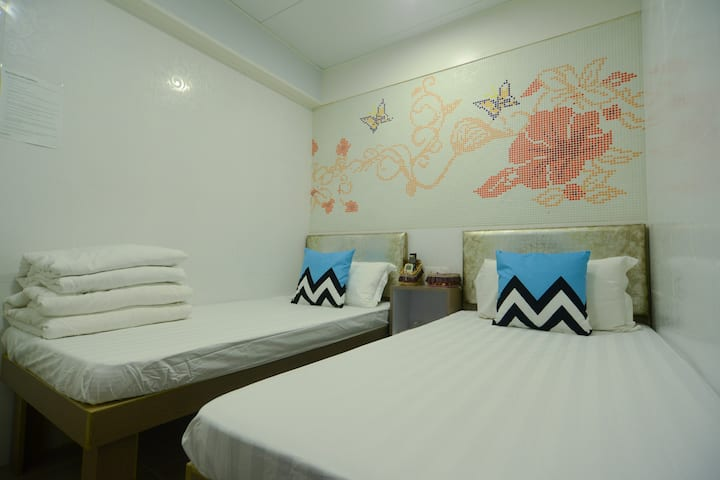 Twin room for 2 Pax@near MTR-A1-Kingland apartment
