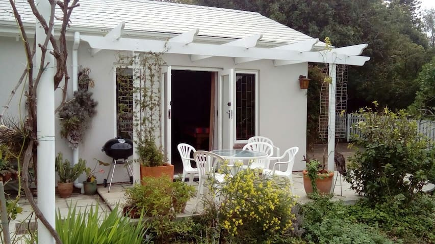Mountain view cottage,Somerset West ,Cape Town