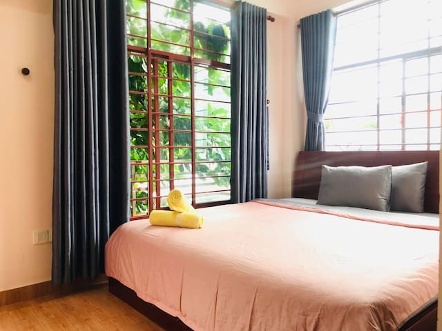ConDao@ center BRIGHT BALCONY double room