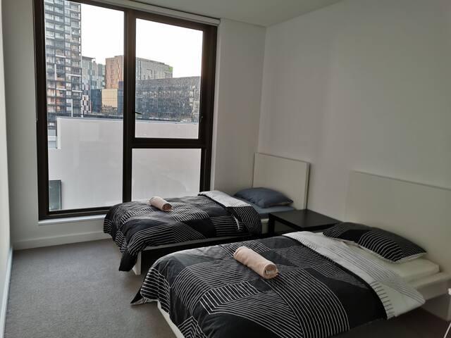 悉尼市中心全新豪华公寓 极近达令港chinatown 床位一个 有免费游泳池