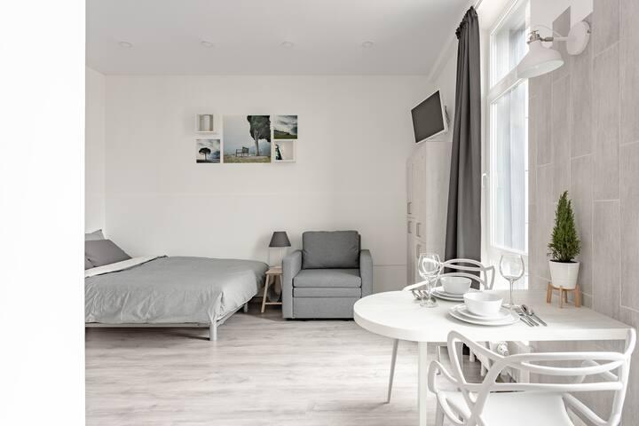 В апартаментах много света даже в самые пасмурные дни!