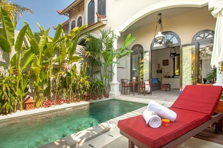 Colonial Style Villa in the heart of Seminyak