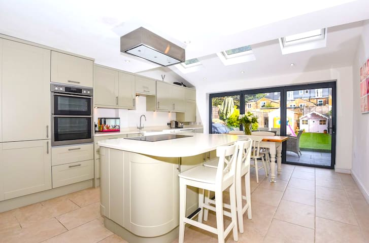 Beautiful King with En-suite in central Windsor