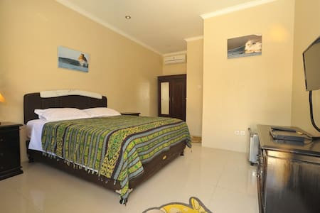 Wave House Lombok Queen Size Bed Pool View - Praya