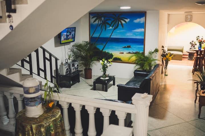 Casa Hotel, Turistas, Grupos, Solo Alojamiento