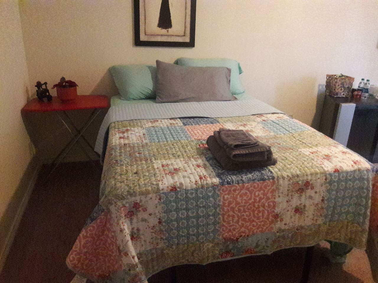 full size comfy bed with new pillows