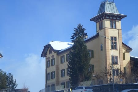 3,5 Zi. Wohnung geeignet fuer 4 Personen - Obersaxen - Lägenhet