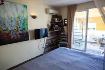 bedroom has TV , coffeemachine and waterheater