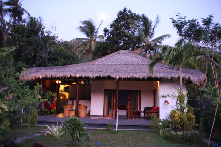 Ricefield bungalow authentic modern & private pool - Abang - Rumah