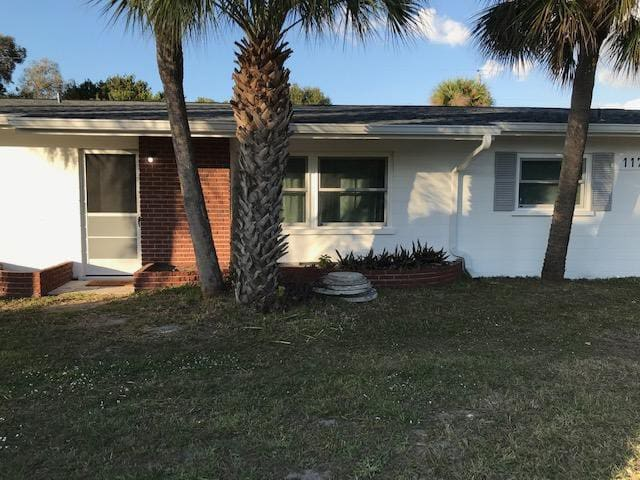 WALK TO THE BEACH! CLEAN, JUST REMODELED 3 BEDROOM