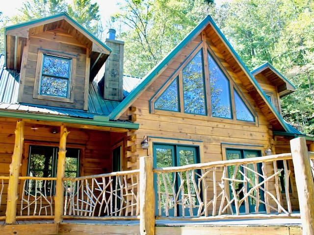 Stunning Log Home 15 Minutes to Black Mtn 25 to Asheville Hot Tub/Pool Table