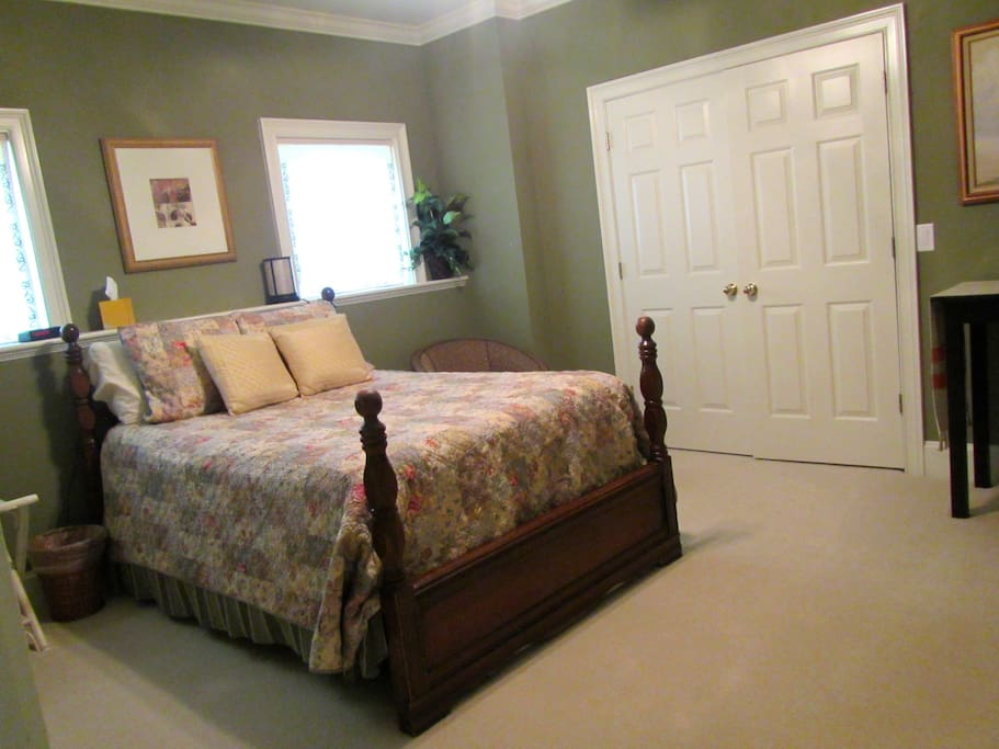 Spacious 2nd bedroom, full bed