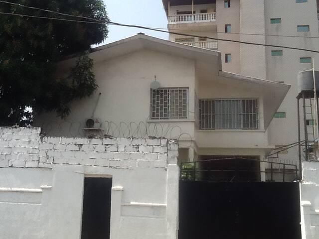 Amanda's Corner - Monrovia - Talo