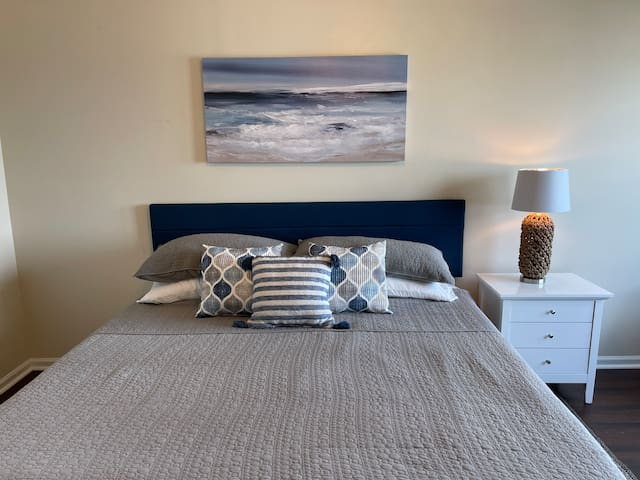 2nd upstairs king bedroom with ocean view.
