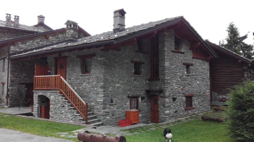 Tranquillità nel cuore della Valle d Aosta - Antey-Saint-André - Byt