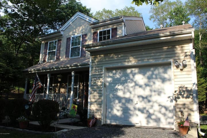 Spacious 3 bedroom home in private community