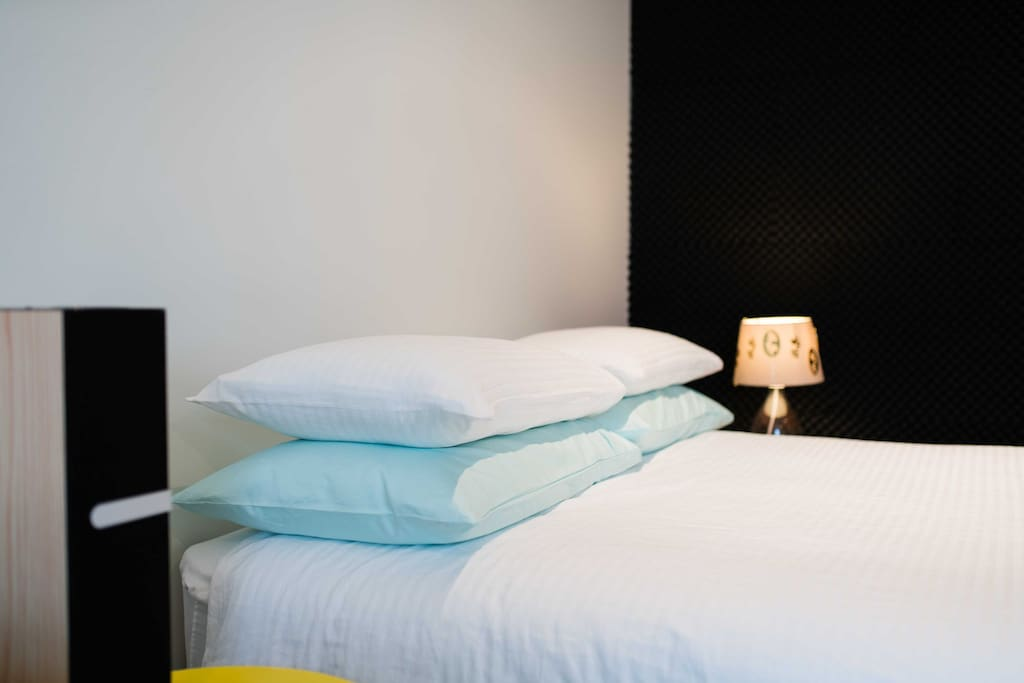 Good quality, crisp bed linen is a must for a holiday...