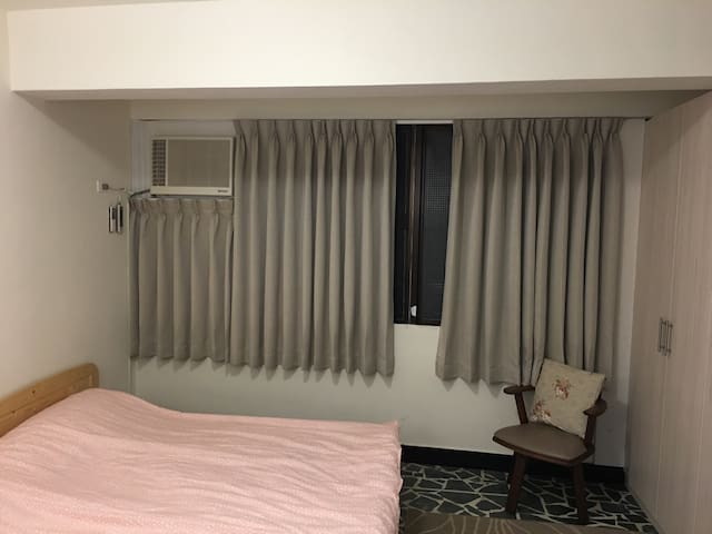 Spacious Studio Apartment, 5 mins to Ximending - 台北市 - Apartment