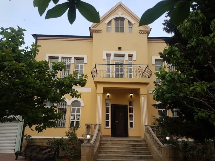 Villa With swimming pool and big garden