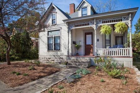 Downtown Two Bedroom Apartment in Victorian Home