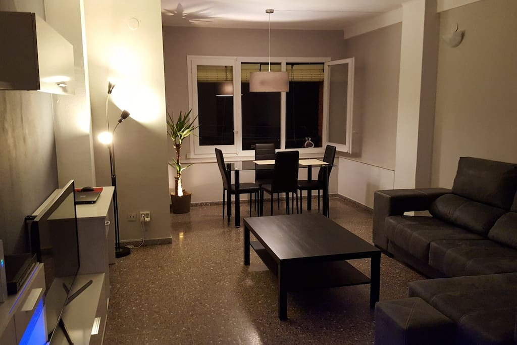 """Modern and large living room and dining area with a 48"""" Smart TV, Wi-Fi and cable tv!"""