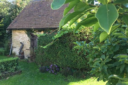 Art studio Cottage near Malvern in small village
