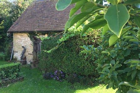 Art studio Cottage near Malvern in small village