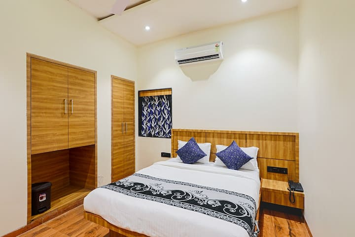 Blue Orchid : Modern and Cozy  Room in Andheri