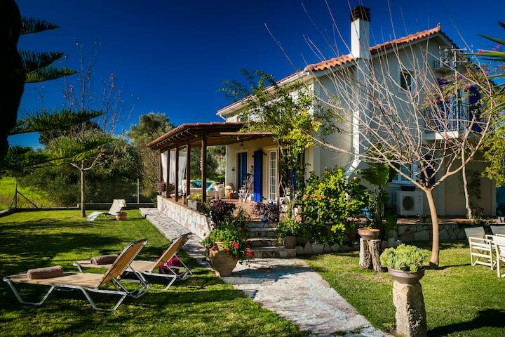 Villa Αspa, a cozy 3 bedroom garden villa