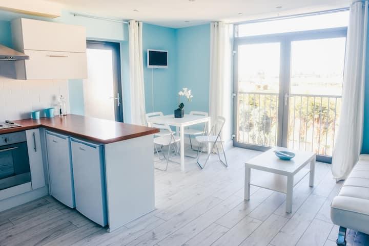 Island Blues Breezy Apartment