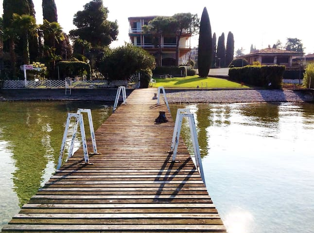 Sirmione garden and jetty lake front - Sirmione