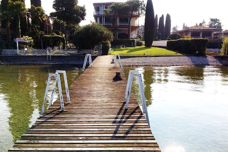 Sirmione garden and jetty lake front - シルミオーネ