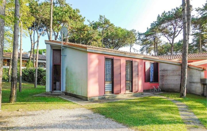 Nice home in Lignano Pineta with 3 Bedrooms