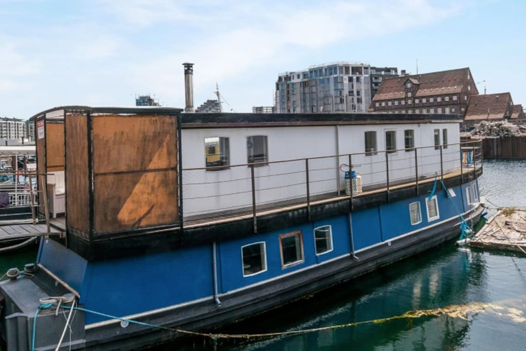 charming houseboat in central cph hausboote zur miete in kopenhagen region hovedstaden d nemark. Black Bedroom Furniture Sets. Home Design Ideas