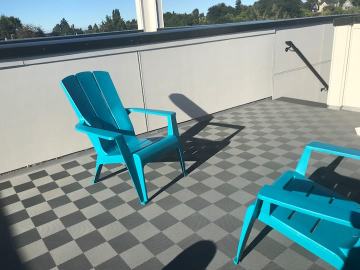 Seattle 2 bedroom townhouse with roof deck