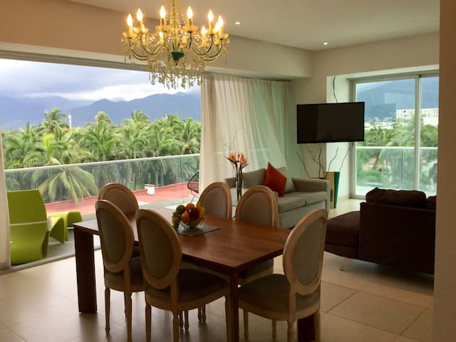 Overview of the dining and living room areas