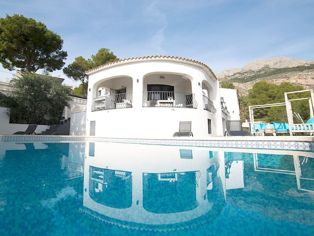 6 Room Villa - Bright and Stylish with pool - Altea - House