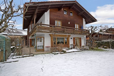 Cosy Holiday Apartment with Balcony, Mountain View & Wi-Fi; Parking Available, Pets Allowed