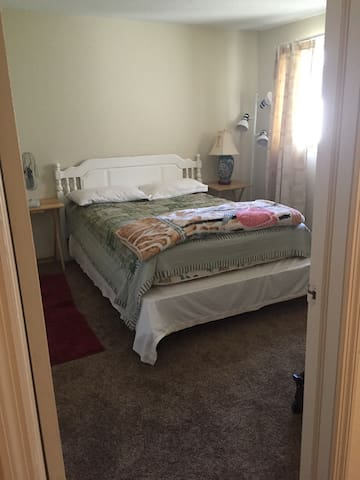 Nice and cozy room - Plattsburgh - アパート