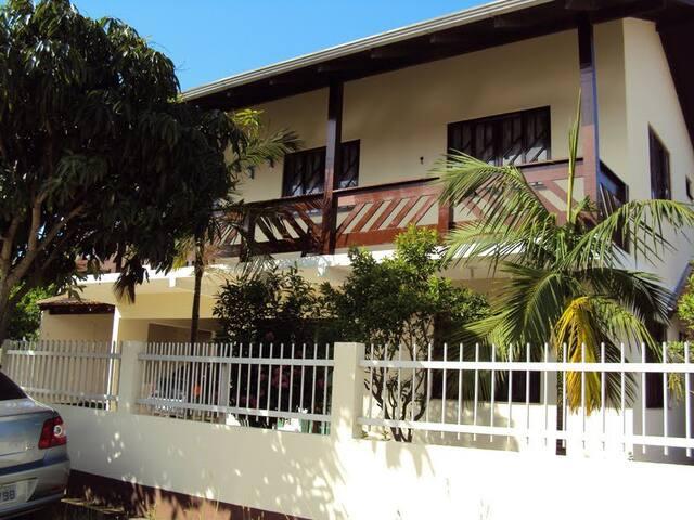 Casa de Praia em Bombas - 180m da praia. Superior